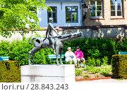 Купить «Скульптурная группа всадники Апокалипсиса в сквере Арентсхоф. Фрагмент. Брюгге. Бельгия», фото № 28843243, снято 6 мая 2018 г. (c) Сергей Афанасьев / Фотобанк Лори