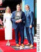 Купить «John Goodman Honored With Star On The Hollywood Walk Of Fame Featuring: Brie Larson, John Goodman, Jeff Bridges Where: Hollywood, California, United States...», фото № 28853691, снято 11 марта 2017 г. (c) age Fotostock / Фотобанк Лори