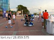 Купить «Аттракцион экзоскелет на набережной города Сочи», фото № 28859575, снято 14 июля 2018 г. (c) Ирина Носова / Фотобанк Лори