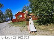 Купить «Björkö, Sweden. Staff dressed as Vikings at the Viking settlement of Birka (9th-10th c. ) in Lake Mälaren, a World Heritage site.», фото № 28862763, снято 15 июля 2018 г. (c) age Fotostock / Фотобанк Лори