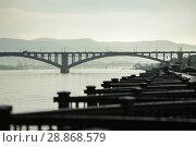 Купить «Коммунальный, Николаевский (четвертый) и железнодорожный мосты через реку Енисей. Красноярск, Сибирь», фото № 28868579, снято 23 февраля 2019 г. (c) Владимир Пойлов / Фотобанк Лори