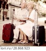 Купить «Traveling mature spouses resting on stone bench on city street», фото № 28868923, снято 27 августа 2017 г. (c) Яков Филимонов / Фотобанк Лори