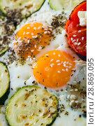 Купить «Fried eggs with courgettes, tomatoes», фото № 28869095, снято 15 октября 2018 г. (c) Яков Филимонов / Фотобанк Лори