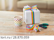 Купить «cacao, gift, gay awareness ribbon and scissors», фото № 28870059, снято 14 ноября 2017 г. (c) Syda Productions / Фотобанк Лори