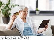 Купить «senior woman with tablet pc and credit card», фото № 28870295, снято 24 мая 2018 г. (c) Syda Productions / Фотобанк Лори