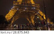 Купить «Under illuminated Eiffel Tower at night», видеоролик № 28875843, снято 29 сентября 2017 г. (c) Данил Руденко / Фотобанк Лори
