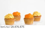 Купить «cupcakes with frosting on confectionery stands», видеоролик № 28876875, снято 13 июля 2018 г. (c) Syda Productions / Фотобанк Лори