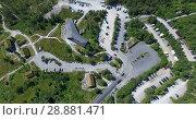Купить «Платная стоянка для посетителей утеса Прекестулен (Preikestolen). Вид сверху на дороги и автомобили. Норвегия», видеоролик № 28881471, снято 12 июля 2018 г. (c) Кекяляйнен Андрей / Фотобанк Лори