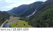 Купить «Горный водопад Vidfoss (Hildalsfossen, Vefoss) в поселении Hildal на трассе Rv13, недалеко от города Одда. Норвегия», видеоролик № 28881659, снято 13 июля 2018 г. (c) Кекяляйнен Андрей / Фотобанк Лори