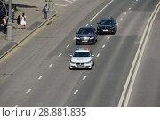 Купить «Черные автомобили со спецсигналом на дороге. Пречистенская набережная. Район Якиманка. Город Москва», эксклюзивное фото № 28881835, снято 9 мая 2016 г. (c) lana1501 / Фотобанк Лори