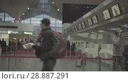 Купить «People in line to check-in counter, early morning in Pulkovo airport», видеоролик № 28887291, снято 6 июня 2018 г. (c) Ирина Мойсеева / Фотобанк Лори