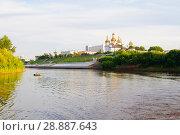 Купить «Tura River Embankment in Tyumen, Russia. Holy Trinity Monastery.», фото № 28887643, снято 2 августа 2018 г. (c) Землянникова Вероника / Фотобанк Лори