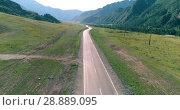 Купить «Flight over mountain asphalt highway road and meadow», видеоролик № 28889095, снято 28 февраля 2018 г. (c) Александр Маркин / Фотобанк Лори