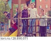 Купить «Boy and girl play games and running around sliding toy», фото № 28890071, снято 18 августа 2018 г. (c) Яков Филимонов / Фотобанк Лори