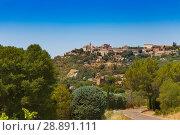 Купить «Gordes town in Provence-Alpes-Cote d'Azur view», фото № 28891111, снято 18 июля 2017 г. (c) Сергей Новиков / Фотобанк Лори