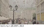 Купить «Nikolskaya street is a significant touristic place in the heart of Moscow», видеоролик № 28891363, снято 25 июля 2018 г. (c) Ирина Мойсеева / Фотобанк Лори