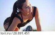 Купить «Athletic Young Woman Trains The Body And Prepares To Run», видеоролик № 28891451, снято 22 марта 2019 г. (c) Константин Шишкин / Фотобанк Лори