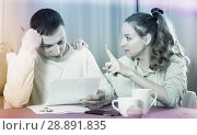 Купить «Couple struggling to pay bills», фото № 28891835, снято 18 марта 2017 г. (c) Яков Филимонов / Фотобанк Лори