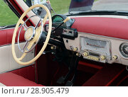 "Купить «""Волга"" ГАЗ-21. Салон. Рулевое колесо и спидометр», фото № 28905479, снято 9 сентября 2017 г. (c) Free Wind / Фотобанк Лори"