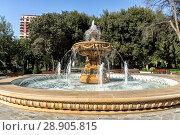 Купить «Красивый фонтан в парке офицеров в центре Баку. Азербайджан», фото № 28905815, снято 26 сентября 2017 г. (c) Евгений Ткачёв / Фотобанк Лори