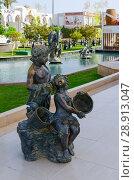 Купить «Скульптурные композиции в популярном торгово-развлекательном комплексе Soho Square, Шарм-эль-Шейх, Египет», фото № 28913047, снято 9 мая 2018 г. (c) Ольга Коцюба / Фотобанк Лори