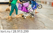 Купить «Russia, Samara, June 2018: A pedestrian crosses the road through deep water after a heavy rainfall.», фото № 28913299, снято 21 июля 2018 г. (c) Акиньшин Владимир / Фотобанк Лори