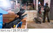 Купить «Players attack the in enemy behind barricades», фото № 28913607, снято 10 июля 2017 г. (c) Яков Филимонов / Фотобанк Лори