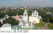 Купить «Flight of the camera over Saint Sophia orthodox cathedral and church of Resurrection of Jesus in a sunny summer day in Vologda Kremlin», видеоролик № 28918587, снято 8 августа 2018 г. (c) Mikhail Starodubov / Фотобанк Лори