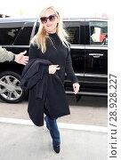 Купить «Reese Witherspoon arrives at Los Angeles International (LAX) Airport Featuring: Reese Witherspoon Where: Los Angeles, California, United States When: 17 Apr 2017 Credit: WENN.com», фото № 28928227, снято 17 апреля 2017 г. (c) age Fotostock / Фотобанк Лори