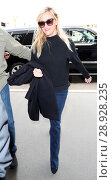 Купить «Reese Witherspoon arrives at Los Angeles International (LAX) Airport Featuring: Reese Witherspoon Where: Los Angeles, California, United States When: 17 Apr 2017 Credit: WENN.com», фото № 28928235, снято 17 апреля 2017 г. (c) age Fotostock / Фотобанк Лори