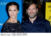 Katie Aselton, Mark Duplass at arrivals for GLEASON Premiere, Regal LA LIVE Stadium 14, Los Angeles, CA July 14, 2016. Photo By: Dee Cercone/Everett Collection. Редакционное фото, фотограф Dee Cercone/Everett Collection / age Fotostock / Фотобанк Лори