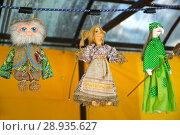 Купить «Сувенирные интерьерные куклы продаются на ярмарке народного творчества», фото № 28935627, снято 21 мая 2018 г. (c) Ирина Борсученко / Фотобанк Лори