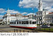 Купить «Tram near town hall in Arad, Romania», фото № 28936611, снято 13 сентября 2017 г. (c) Яков Филимонов / Фотобанк Лори