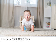 Купить «The kid is playing in the room», фото № 28937087, снято 11 августа 2018 г. (c) Типляшина Евгения / Фотобанк Лори