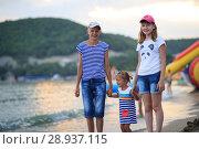 Купить «Children bathe in the sea», фото № 28937115, снято 6 июля 2018 г. (c) Типляшина Евгения / Фотобанк Лори