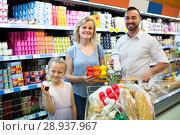 Купить «Family in dairy section in supermarket», фото № 28937967, снято 14 августа 2018 г. (c) Яков Филимонов / Фотобанк Лори