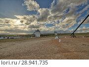 Windmills and clouds, Campo de Criptana, Castile-La Mancha, Spain. Стоковое фото, фотограф Carlos Dominique / age Fotostock / Фотобанк Лори