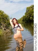 Купить «Обнаженная девушка купается в реке», фото № 28943043, снято 13 августа 2018 г. (c) Момотюк Сергей / Фотобанк Лори