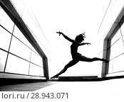Купить «A beautiful girl dancing in the city», фото № 28943071, снято 7 июня 2018 г. (c) Restyler Viacheslav / Фотобанк Лори