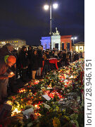 Купить «Berlin, Germany, Mourning people at the French Embassy on the occasion of the terrorist attacks on November 13, 2015 in Paris», фото № 28946151, снято 14 ноября 2015 г. (c) Caro Photoagency / Фотобанк Лори