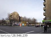 Berlin, Germany, intersection Schlesische Strasse corner Falckensteinstrasse in Berlin-Kreuzberg (2015 год). Редакционное фото, агентство Caro Photoagency / Фотобанк Лори
