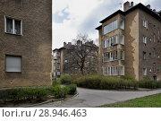 Купить «Berlin, Germany, Unsanierte housing development in the Grellstrasse in Berlin-Prenzlauer Berg», фото № 28946463, снято 6 апреля 2016 г. (c) Caro Photoagency / Фотобанк Лори