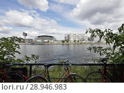 Berlin, Germany, Mercedes-Benz Arena and bicycles on Kreuzberger Ufer (2016 год). Редакционное фото, агентство Caro Photoagency / Фотобанк Лори