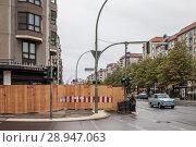Купить «Berlin, Germany, preparations for the demolition of prefabricated buildings in the Wilhelmstrasse in Berlin-Mitte», фото № 28947063, снято 1 октября 2016 г. (c) Caro Photoagency / Фотобанк Лори