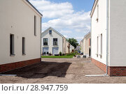Купить «Berlin, Germany, new building Detached housing estate Gartenstadt Karlshorst», фото № 28947759, снято 21 мая 2017 г. (c) Caro Photoagency / Фотобанк Лори