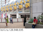 Купить «Rotterdam, Netherlands, Kubushaus, after a design by architect Piet Blom in Rotterdam», фото № 28948035, снято 23 июля 2017 г. (c) Caro Photoagency / Фотобанк Лори