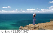 Купить «Woman at the edge of the cliff», видеоролик № 28954547, снято 9 августа 2018 г. (c) Илья Шаматура / Фотобанк Лори