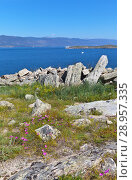 Lake Baikal in the summer. Olkhon Island. The ruins of the old Kurykan stone wall on the Khorgoy peninsula - archeological monuments and a local tourist landmark (2018 год). Стоковое фото, фотограф Виктория Катьянова / Фотобанк Лори