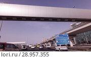 Купить «Salik system of collection of payments for fare on toll sections of the motorways of the emirate of Dubai», видеоролик № 28957355, снято 8 апреля 2018 г. (c) Юлия Машкова / Фотобанк Лори