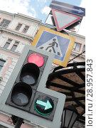 Купить «Светофор на Мясницкой улице, город Москва», фото № 28957843, снято 23 июня 2018 г. (c) Дмитрий Неумоин / Фотобанк Лори